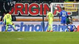 Augsburg strike late to down Schalke