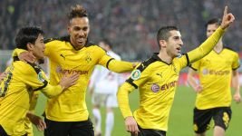 Dortmund dig in to reach DFB Cup quarter finals at Augsburg