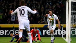 Five-star Mönchengladbach brush aside Bremen