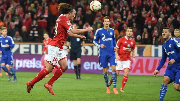Mainz y Schalke empatan en la lucha por Europa