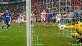Huntelaar strikes as Schalke overpower Köln