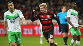 Brandt hails 'exceptional' Chicharito after Wolfsburg win