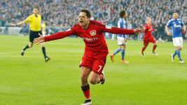 Chicharito scores against Schalke