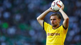 Dortmund's Schmelzer signs new contract