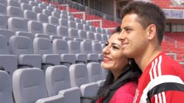 Mexican fans meet idol Chicharito