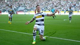 Gladbach see off Bayer in thriller