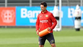 Chicharito back in Leverkusen training