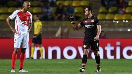 In-form Chicharito eyes Dortmund