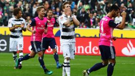 Gladbach miss two penalties in Hamburg stalemate