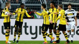 Well-oiled Dortmund outclass Gladbach