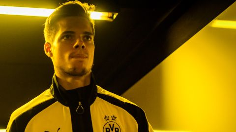 "Kroos predicts ""world-class"" future for Weigl"