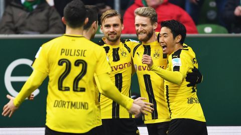 Dortmund edge ten-man Bremen