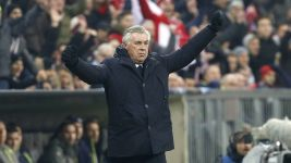 Last-gasp Bayern march on at the top