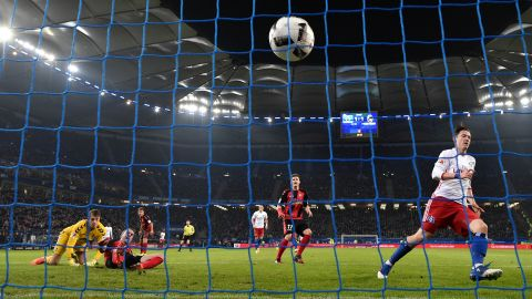 Watch: Hamburg 2-2 Freiburg - highlights