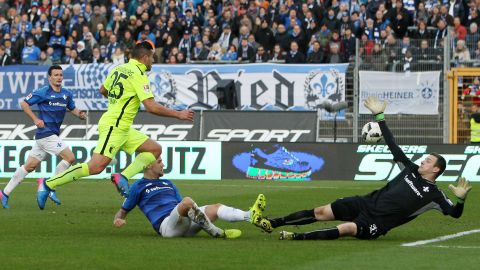 Augsburg strike late to down Darmstadt