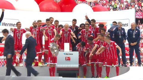 Watch: Bayern lift Bundesliga shield