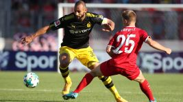 Dortmund's Toprak breaks nose