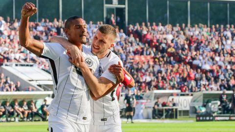 Eintracht leave it late to down Hannover