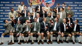 Bayern don their Lederhosen for Paulaner photo shoot