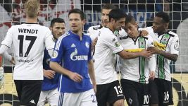 On-song Gladbach knock Schalke out of DFB Cup