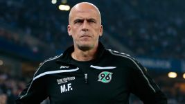 Frontzeck resigns as Hannover head coach
