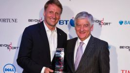 Bundesliga Foundation efforts for refugees receives international prize
