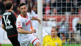 Maroh outshines Chicharito in Rhine derby