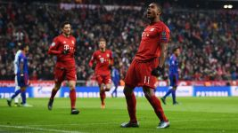 Ten-man Bayern beat Olympiacos to win Group F