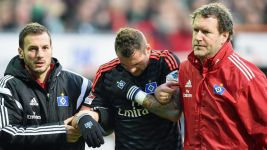 Hamburg concern as Lasogga dislocates shoulder