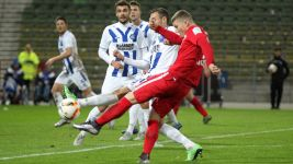 Leipzig beat Karlsruhe to keep pace at the summit