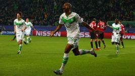 Wolfsburg beat Man United to reach last 16
