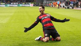 Chicharito hits hat-trick as Bayer thrash Gladbach
