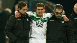 Wolfsburg's Jung suffers knee ligament tear