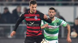 Ten-men Duisburg hold onto a draw in Fürth