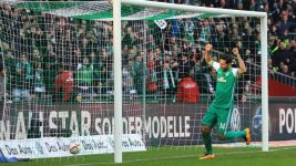 Pizarro saves Bremen with late header