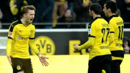 Dortmund keep pressure on Bayern with Augsburg win