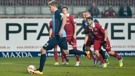 In-form Bochum march on with win in Kaiserslautern