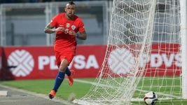 Bayern midfielder Vidal on fire for Chile