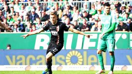 Augsburg leave it late to claim precious win at Bremen