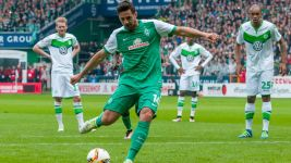 Pizarro breaks Werder goal record as Bremen beat Wolfsburg