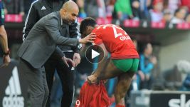 Kingsley Coman's wardrobe malfunction in Bayern's win over Schalke