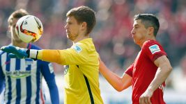 Hertha keeper Thomas Kraft tries taking on Bayern's Robert Lewandowski