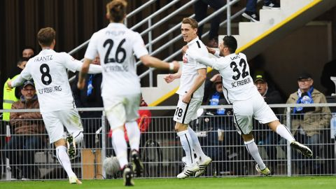 Freiburg promoted after victory at Paderborn