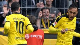Aubameyang and Mkhitaryan: the running man