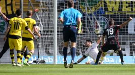 Frankfurt grind out vital win against Dortmund