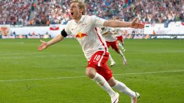 Leipzig down Karlsruhe to secure promotion