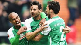 Bremen legend Pizarro pens one-year extension