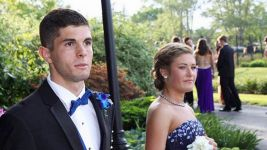Who's your date?! Pulisic attends high school prom
