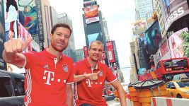 Bayern arrive in New York