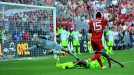 Mainz rout Liverpool